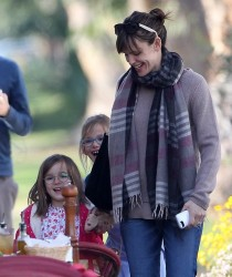 Jennifer Garner - out in Santa Monica 2/4/14