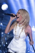 Pixie Lott @ The Jonathan Ross Show | February 1 | 13 pics