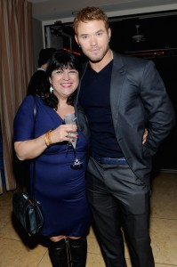 Primer foto UHQ sin marcas de E.L. James & Kellan Lutz en GREY GOOSE Pre-Oscar Party At Sunset Tower