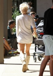 Pamela Anderson - Having lunch in Malibu 3/8/14