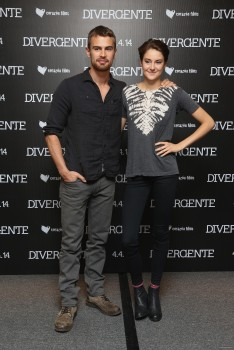 The divergent life divergent qa meet and greet photo call in meet and greet m4hsunfo