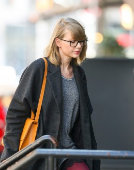 Taylor Swift | Apartment New York City (Cute Glasses) | 04/01/14