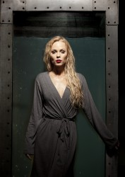9da551323491180 Laura Vandervoort – 2014 PETA Advertisement photoshoots