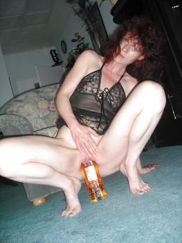 Развратные порно фото жесткого фистинга с бутылками. .