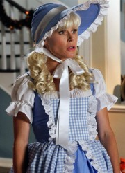 Julie Bowen dressed as little bo peep in Modern Family s4e5