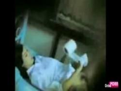 สาวนักเรียนแถวบ้านไปอึ๊บกันในหอพักเย็ดกันแตกในคาเครื่องแบบ