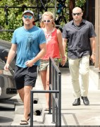 Britney Spears -  Lunch at Pedalers Fork restaurant in Calabasas x29HQ August 12 2014