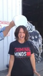 Jennifer Love Hewitt Doing The ALS Ice Bucket Challenge - 8/18/14