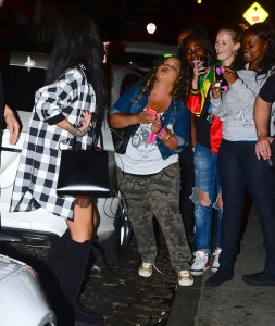 296fe7346438834 Rihanna arriving to VIP Nightclub (August 18, 2014) candids