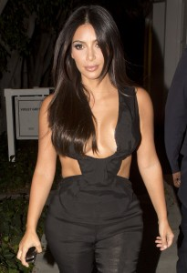 72b7c3346465206 Kim Kardashian leaving the Fig & Olive restaurant in West Hollywood, August 20 x 35 HQs candids