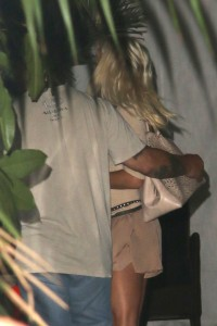 ce5528346464322 Pamela Anderson leaving Chateau Marmont in Los Angeles, August 20 x 21 HQs candids