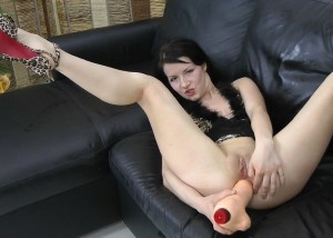 Amateurs - Teen play with yellow dildo