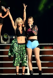 140e2e348522589 Iggy Azalea and Rita Ora performing (almost kissing) at the 2014 Budweiser Made in America Festival in Los Angeles   August 30, 2014   48 HQ candids