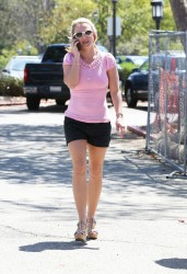 61ae5f348545569 Britney Spears at Wildflour Bakery and Cafe in Agoura, California   August 26, 2014   52 HQ/UUHQ candids