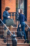 "*ADDS* Anne Hathaway in jeans on the set of ""The Intern"" in New York 09/03/14"