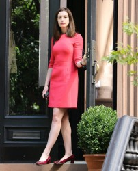 Anne Hathaway On the set of the intern in NY 09-04-2014 (not HQ)