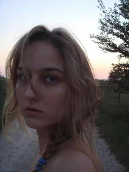 Leelee Sobieski, Selfie