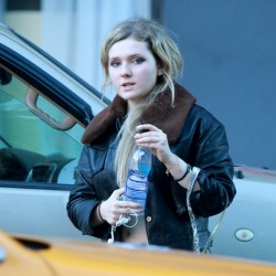 Abigail Breslin out and about candids 12