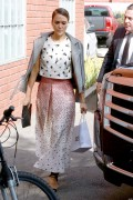 Jessica Alba Heads to a production building for a meeting in LA October 14-2014 x13