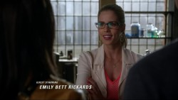 Emily Bett Rickards - The Flash S01E04 1080p