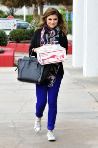 Tiffani Thiessen, go to apost office, L.A 12/3/14