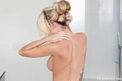 http://thumbnails111.imagebam.com/38457/cb29eb384561136.jpg