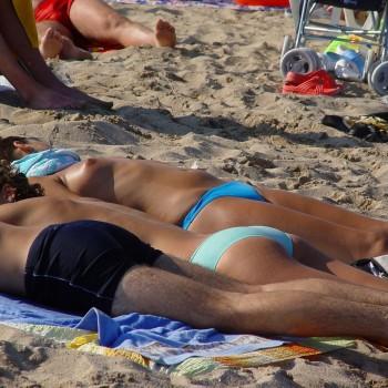 фото на пляже россии нудистов