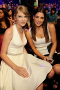 Taylor Swift in good company with other celebs- 50 pics + adds