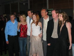Emma Caulfield, Alyson Hannigan, Michelle Trachtenberg and other BtVS cast group pic x1 HQ