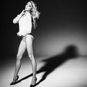 Sarah Hyland - nice legs pic