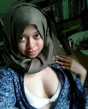 cewek jilbab bugil